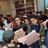 Distribution de cadeaux au Gan pour Hanoucca